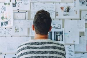 Brainstorming para mejorar tu investigación de palabras clave y mejorar los 11 factores clave del SEO On-Page.